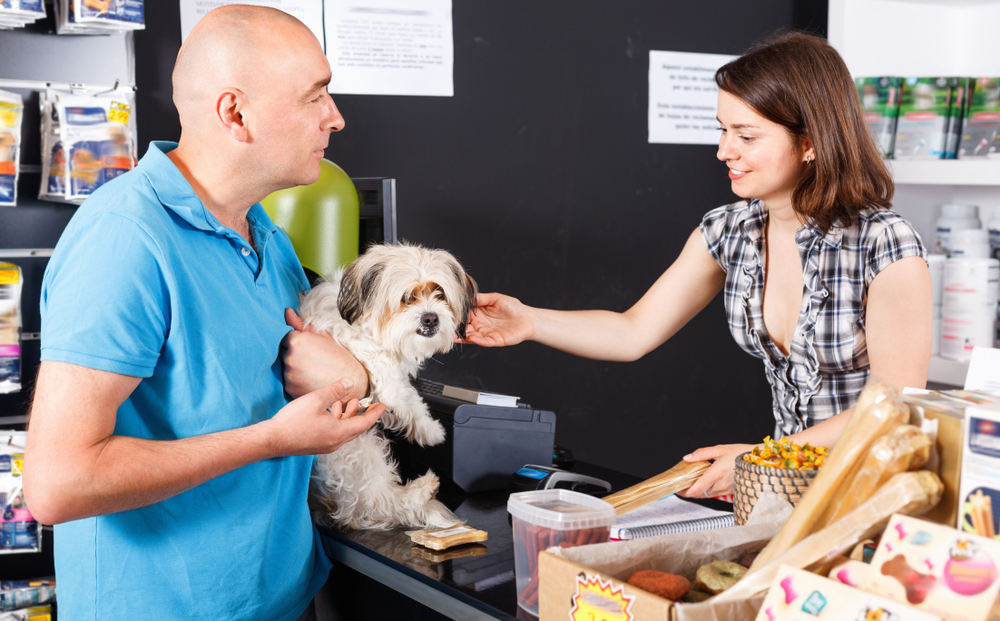 7 Reasons to Shop Your Local Pet Store